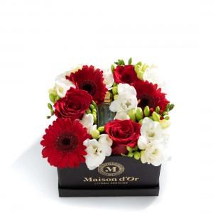 Cutie cu trandafiri rosii, germini, frezii albe si Ulei de parfum MyGeisha Perosnalizat Luxury Limited Edition