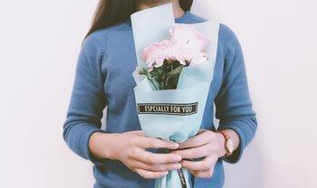Florile si bunele maniere: 7 reguli de eticheta despre oferirea florilor