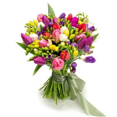 buchet de flori din lalele si frezii